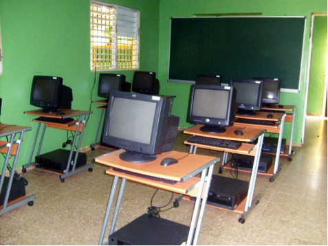 Courses were held in four venues: El Seibo, Hato Mayor, Yamasà, Barrio Santa Ana de Villatapia. These labs have been equipped by the Dominican Ministry of Education.